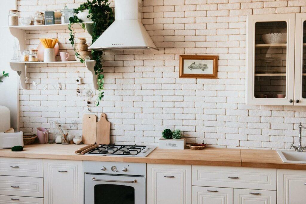Led nauha keittiöön tarjoaa kirkkaan työvalaistuksen lisäksi myös illanistujaisiin soveltuvaa, tunnelmmallista valoa.